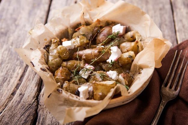 La cuisson des artichauts de jérusalem ou topinambour, (topinambur), également connu sous le nom de pomme de terre ou de tournesol en plaque
