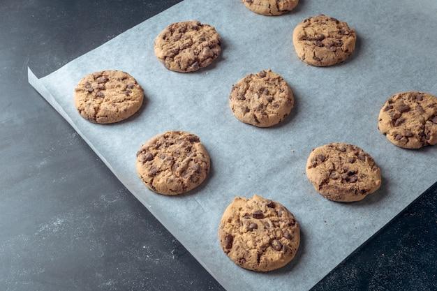 Cuisson des biscuits au chocolat