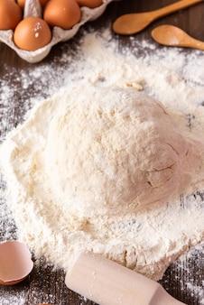Cuisson du gâteau à la maison. fabriqué à partir de produits naturels.