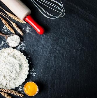 Cuisson des ingrédients sur une ardoise noire