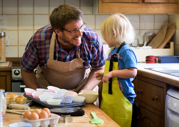 Cuisson maison, concept de fils pour enfants