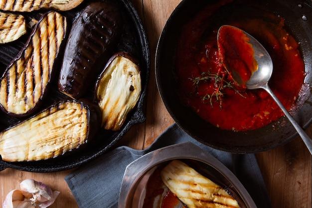 Cuisson de préparation d'aubergines au parmesan
