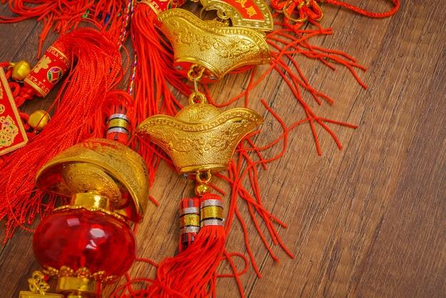 Culture de la calligraphie de défilement d'or suspendue