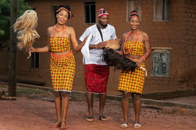 Culture locale avec danseurs nigérians