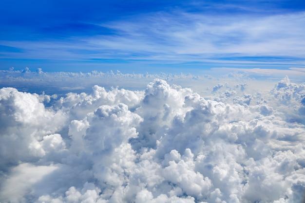 Cumulus mer de nuages vue de vue aérienne