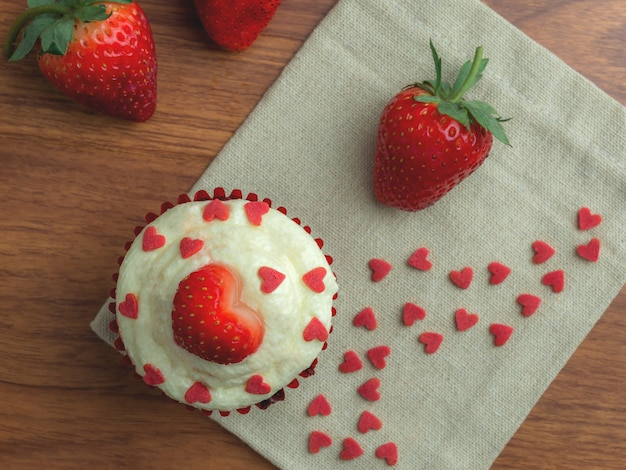 Cup cake velours rouge fraise