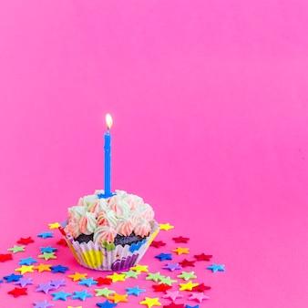 Cupcake d'anniversaire délicieux