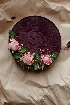 Cupcake brun avec des fleurs