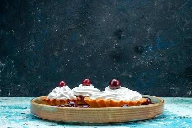 Cupcake à la cerise et à la crème accrocheuse
