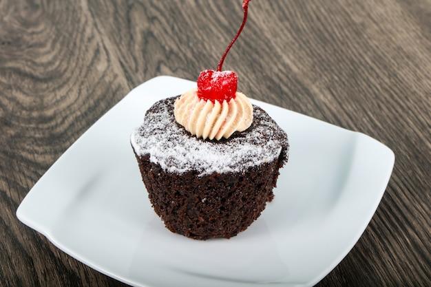 Cupcake avec de la cerise