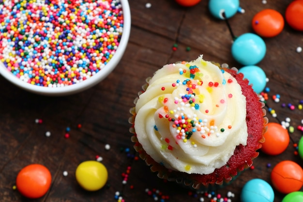 Cupcake et chocolat enrobé coloré