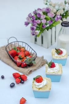 Cupcake coloré servi pour la célébration de noël.