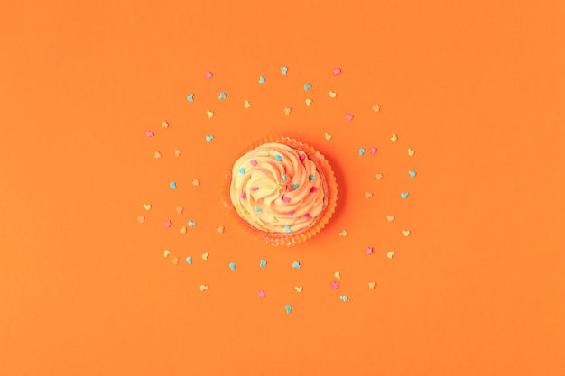 Cupcake, fond de confettis