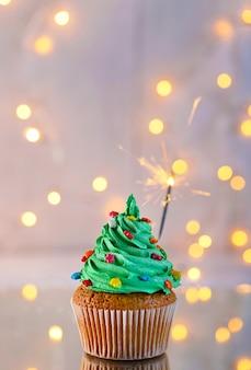 Cupcake de noël avec cierge magique et lumières
