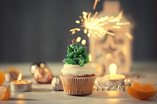 Cupcake de noël avec fond décoré