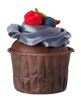 Cupcake savoureux avec dessus crème isolé sur fond blanc