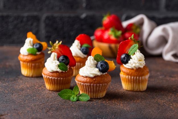Cupcakes à la crème et aux baies