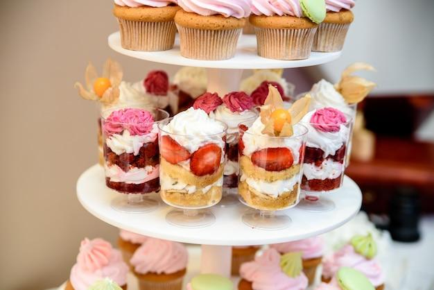 Cupcakes à la crème multicolores