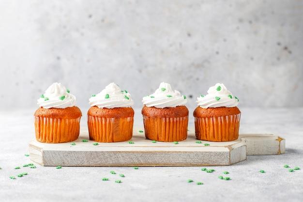 Cupcakes sur table