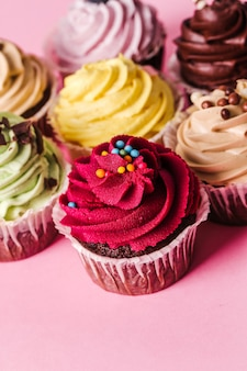 Cupcakes sur table