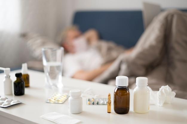 Cures et traitements avec l'homme flou en arrière-plan