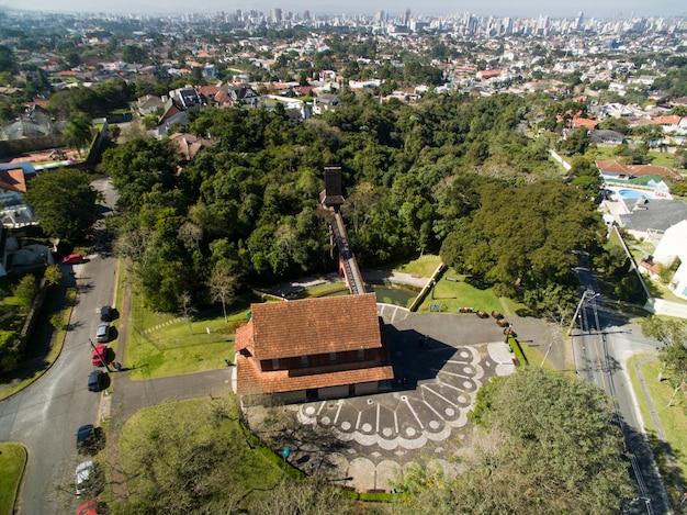 Curitiba, vue aérienne parc bosque do alemao. parana - brésil.