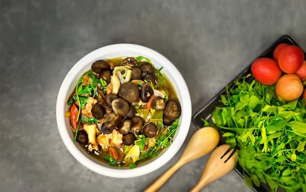 Curry épicé aux champignons