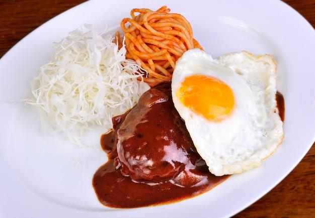Curry japonais à la viande d'hamberger.