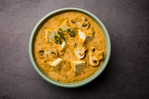 Curry paneer aux champignons ou sabzi, servi dans un bol. mise au point sélective