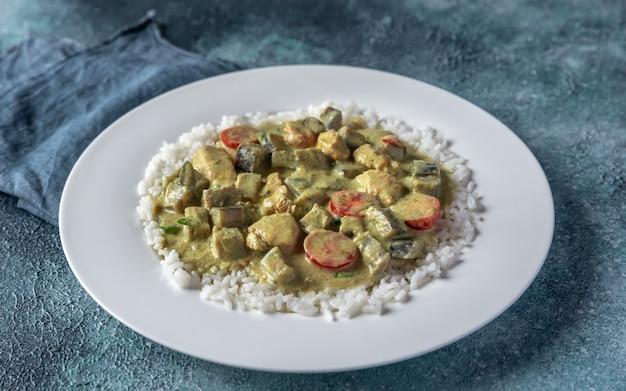 Curry de poulet vert thaï avec riz