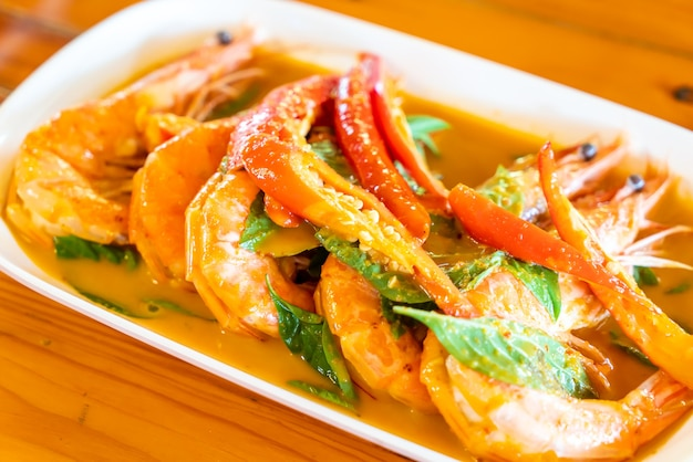 Curry rouge séché frit aux crevettes