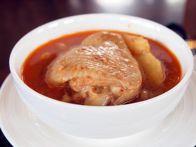 Curry thaï au poulet appelé