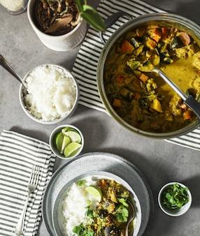 Curry végétalien avec riz