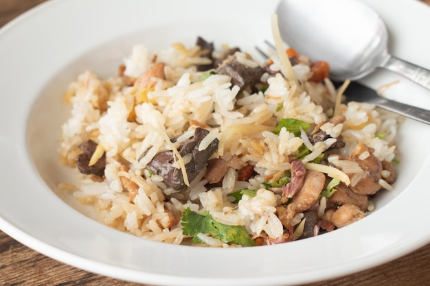 Curry végétalien végétarien épicé avec riz