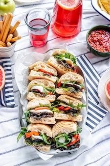 Curseurs de mozzarella, sandwichs pique-nique d'été