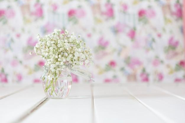 Cute flowers avec arrière-plan flou