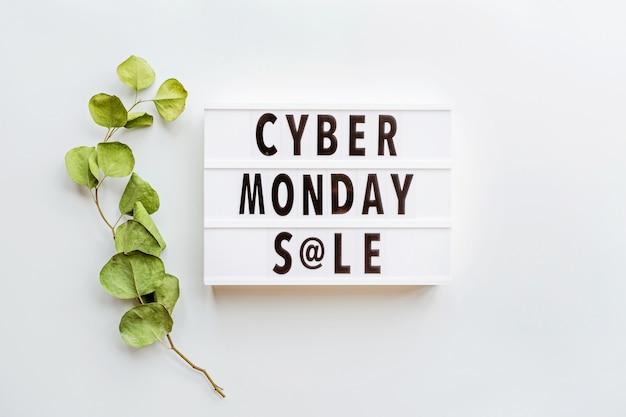 Cyber lundi vente plat poser sur fond blanc