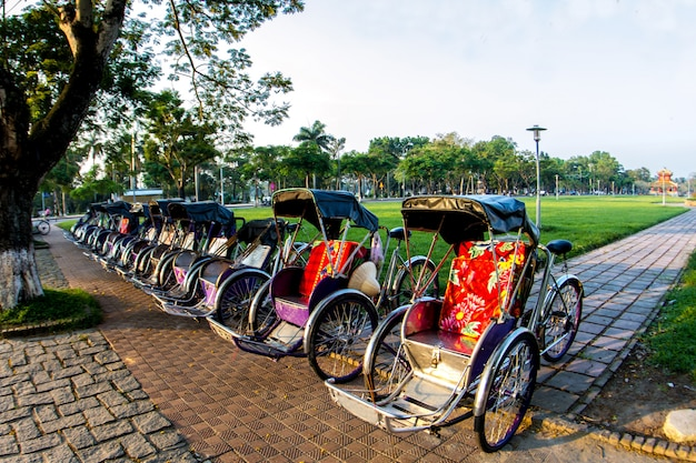 Cyclo (pédicab) belle couleur dans la province de hue. vietnam