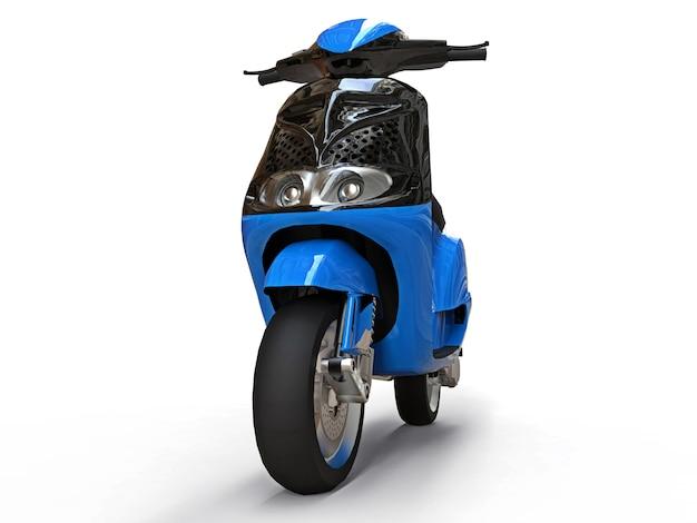 Cyclomoteur urbain noir et bleu moderne sur une surface blanche