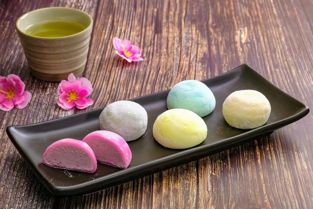 Daifukumochi, ou daifuku, est une confiserie japonaise composée d'un petit mochi rond farci d'une garniture sucrée, des bonbons traditionnels japonais.