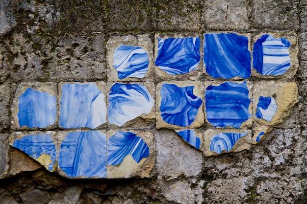 Dalle azulejo cassée