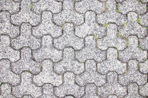 Dalles de pavage gris sur la route