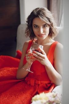 Dame avec du vin