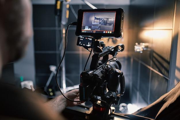 Dans les coulisses du tournage de films ou de produits vidéo et de l'équipe de tournage de l'équipe de tournage sur le plateau du pavillon du studio de cinéma.
