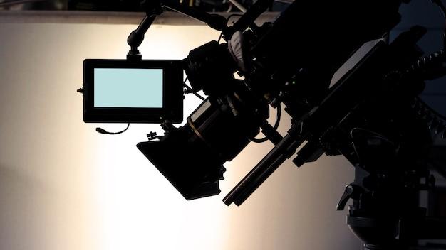 Dans les coulisses ou la réalisation de la production vidéo de films et de l'équipe de tournage travaillant