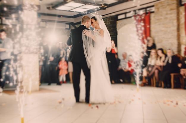 Danse newlyweds