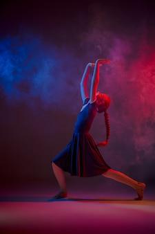 Le danseur de ballet moderne adolescent