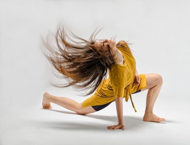 Le danseur danse contemporaine