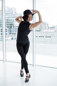 Danseur pratiquant la danse contemporaine