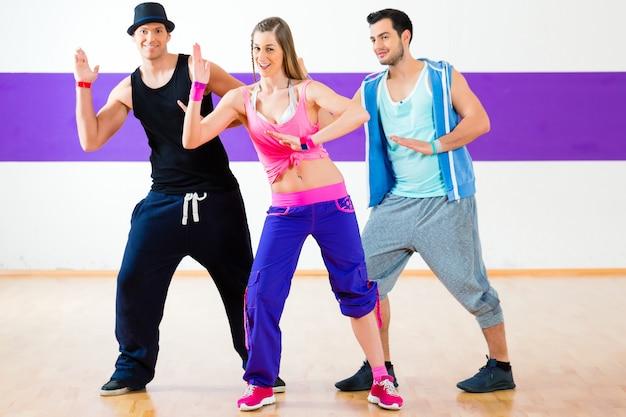Danseur à la zumba, entraînement en studio de danse